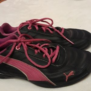 Girls size 13 leather Pumas